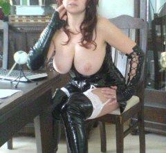 Lady X zeigt ihre prallen echten Titten